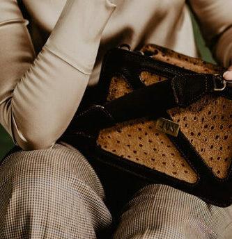 bolsos de piel grabada